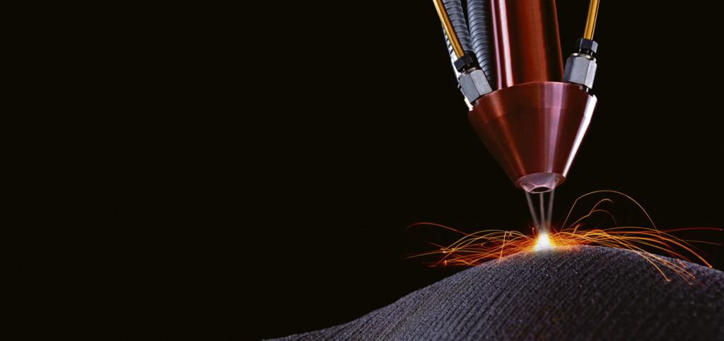 Ein Werkstück entsteht ohne Gussform und Fräsmaschinen, nur durch das Verschmelzen von Metallpartikeln mithilfe eines Lasers.