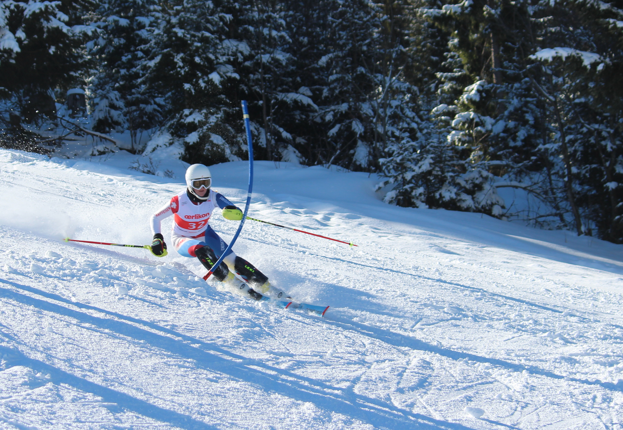 Die Skifahrerin Thea Waldleben in Aktion.