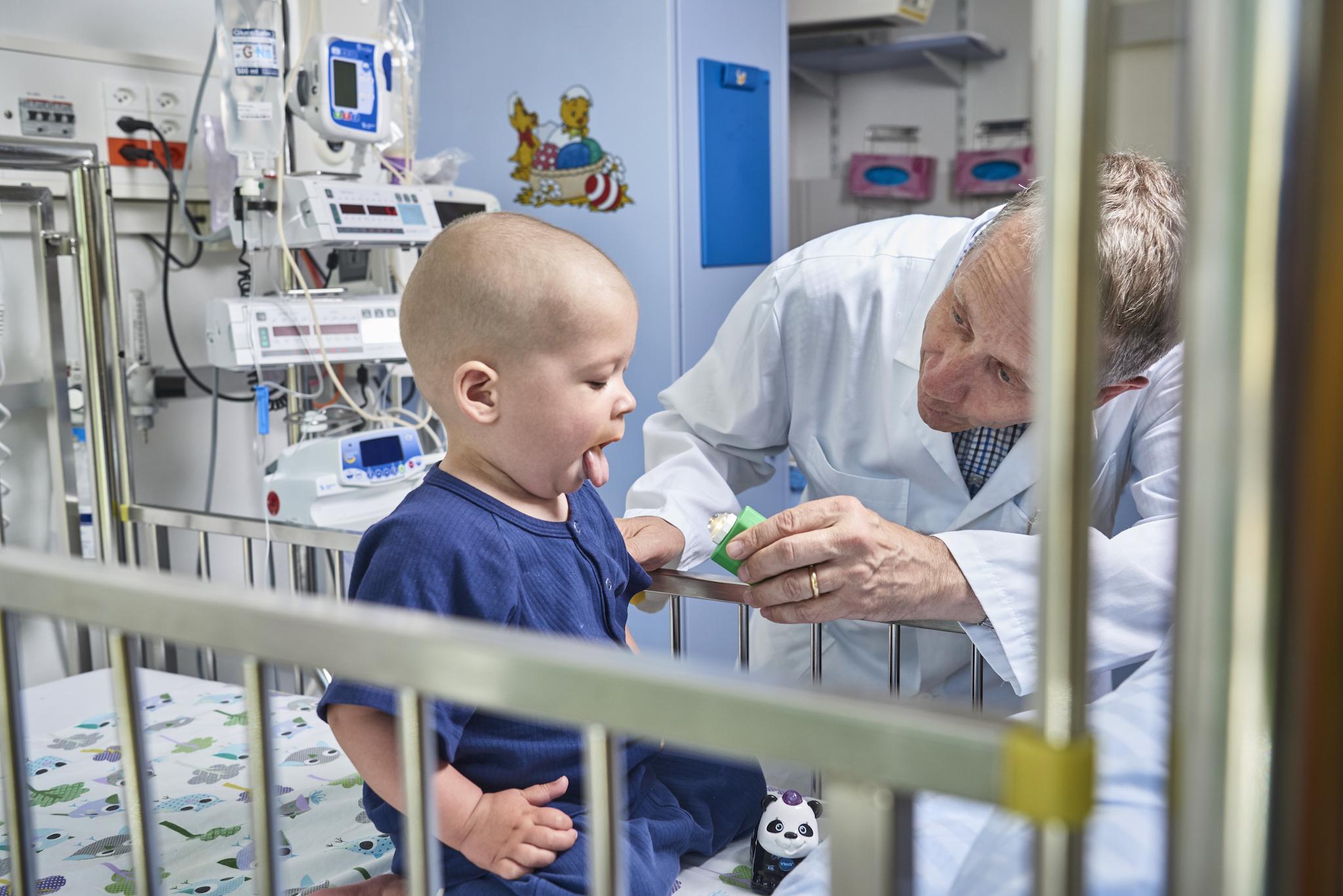 In der Abteilung Onkologie mit Krebspatient in Kinderspital Zürich