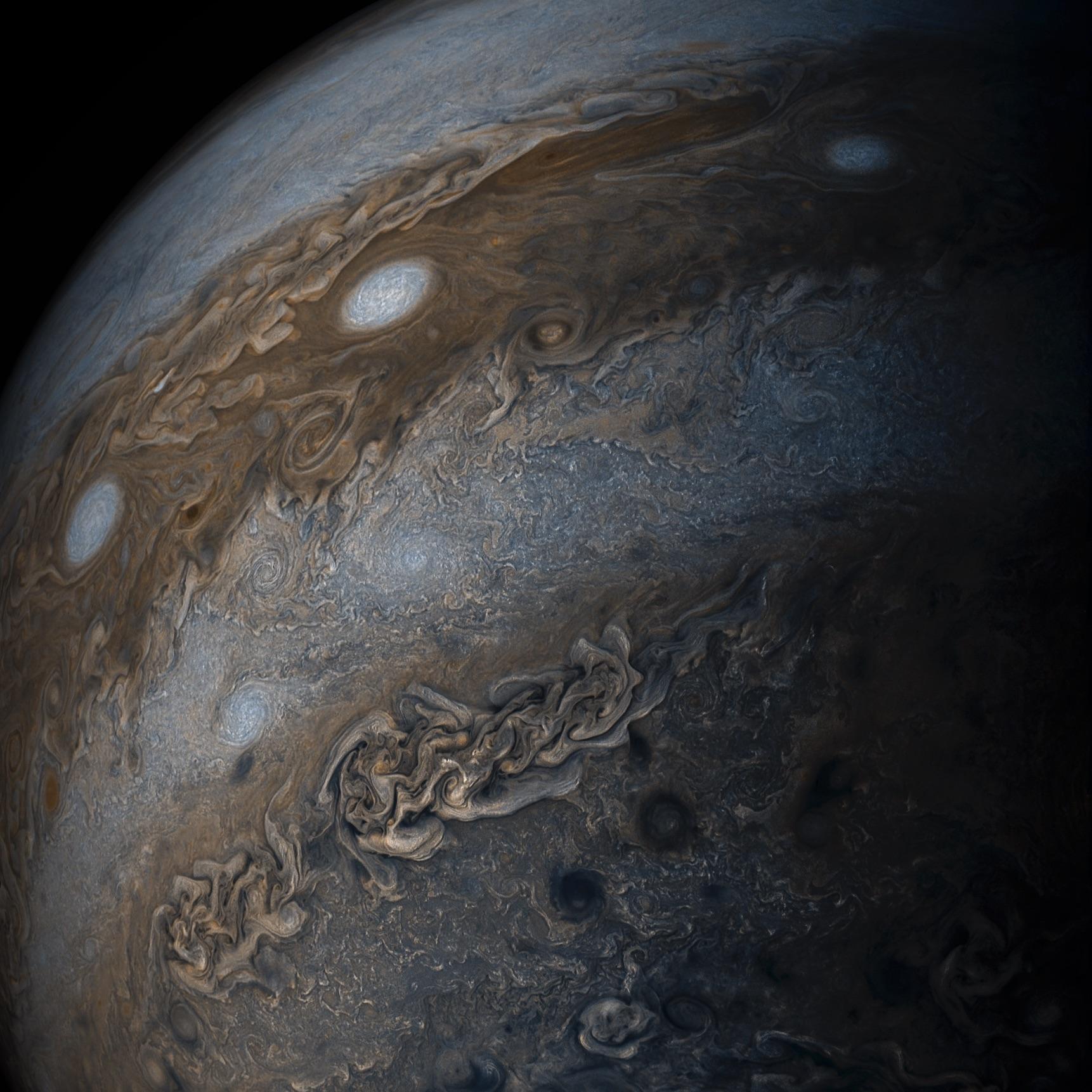 Jupiter, der grösste Planet unseres Sonnensystems – auf diesem kolorierten Foto sieht man seine Gaswolken besonders deutlich. Das Bild wurde von der Raumsonde Juno geschossen. Nasa, Gerald Eichstädt, Seán Doran