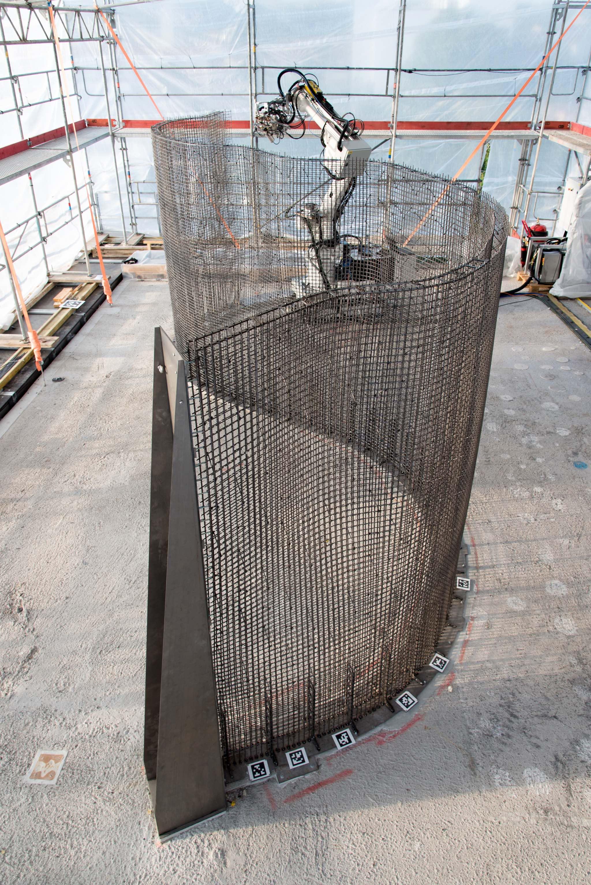 Der unermüdliche Roboter konstruiert eine neuartige Wand.Bild Gramazio Kohler Research, ETHZ